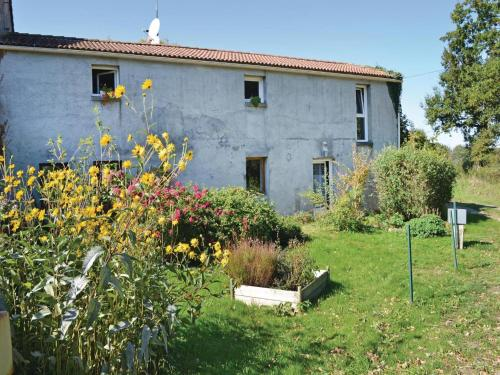 Holiday Home St Avaugourd Des Lande 08 : Hebergement proche de Rosnay