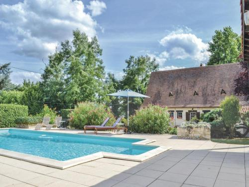 Holiday home Vélines 72 with Outdoor Swimmingpool : Hebergement proche de Saint-Martin-de-Gurson