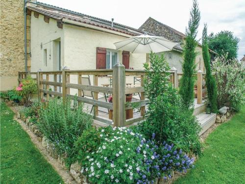 Two-Bedroom Holiday Home in Saint - Agne : Hebergement proche de Cours-de-Pile