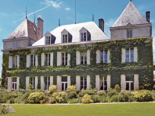 Holiday home Chateau Couteau : Hebergement proche d'Isle-Saint-Georges