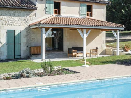 Holiday Home La Grande Jeanne : Hebergement proche de Mesterrieux