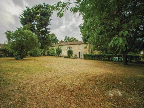 Holiday Home St Germain Chemin Tourenne : Hebergement proche de Vayres