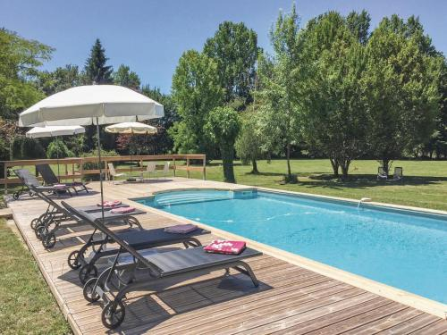 Holiday home Serres et Mantguyard 66 with Outdoor Swimmingpool : Hebergement proche de Saint-Maurice-de-Lestapel