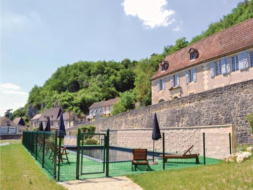 Holiday home Les Eyzies 74 with Outdoor Swimmingpool : Hebergement proche de Les Eyzies-de-Tayac-Sireuil