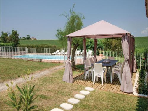 Four-Bedroom Holiday Home in Beauville : Hebergement proche de Blaymont