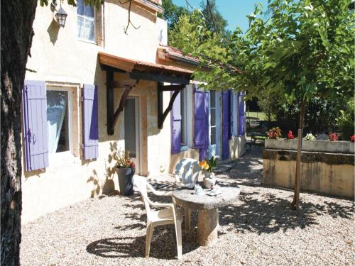Four-Bedroom Holiday Home in Lavardac : Hebergement proche de Xaintrailles