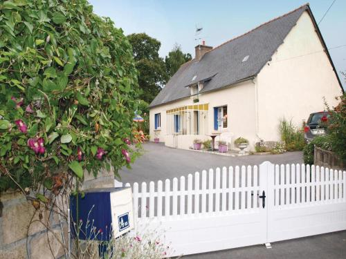 Holiday home Loudeac MN-1629 : Hebergement proche de Saint-Connec