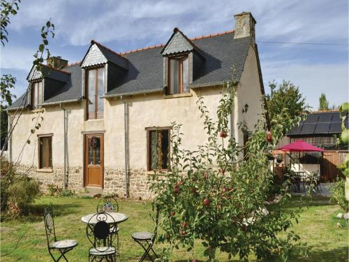 Two-Bedroom Holiday Home in Coetlogon : Hebergement proche de Lanouée