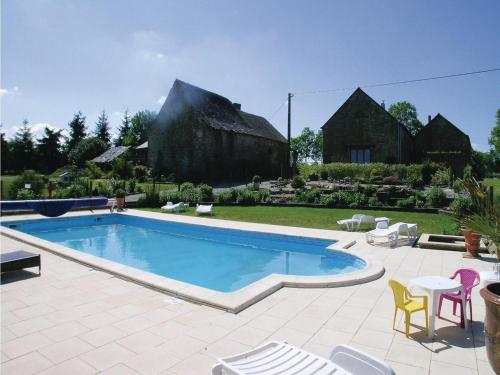 Holiday home Thourie 93 with Outdoor Swimmingpool : Hebergement proche de Lusanger