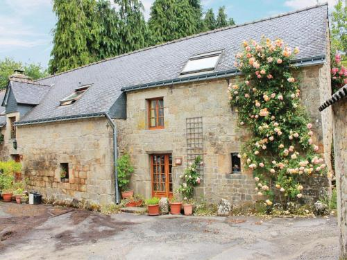 One-Bedroom Holiday Home in Melrand : Hebergement proche de La Chapelle-Neuve