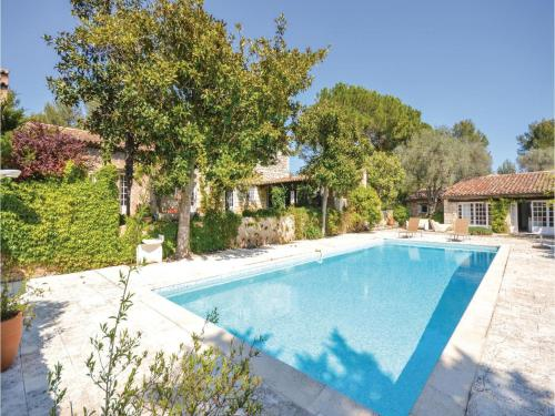 Six-Bedroom Holiday Home in Le Rouret : Hebergement proche d'Opio