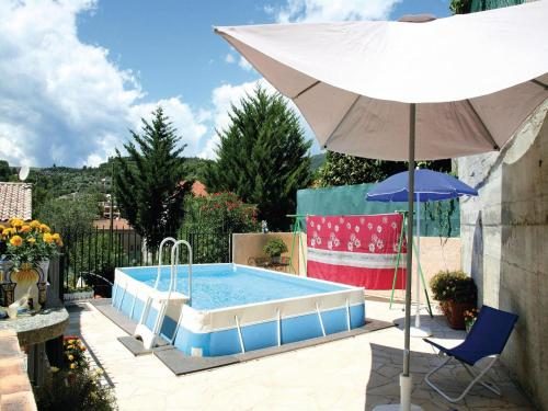 Apartment La Trinite 29 with Outdoor Swimmingpool : Appartement proche de Châteauneuf-Villevieille