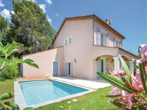 Hébergement Five-Bedroom Holiday Home in Biot