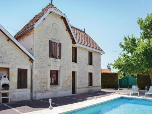 Holiday Home Migron Avenue De Saintonge : Hebergement proche de Cherves-Richemont