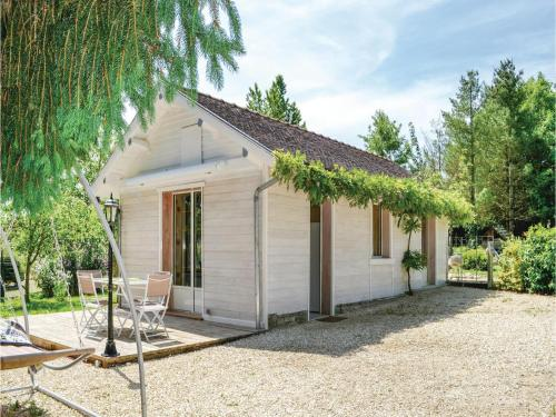 One-Bedroom Holiday Home in Rumilly les Vaudes : Hebergement proche de Clérey