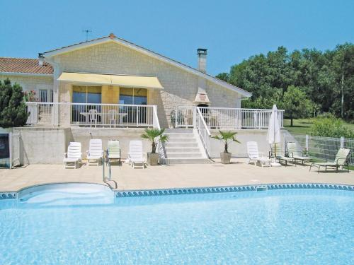 Holiday home Lieu dit le Maine Roy N-771 : Hebergement proche de Saint-Aulaye