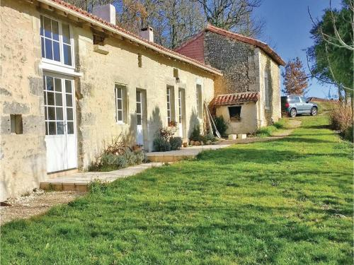Two-Bedroom Holiday Home in Bonnes : Hebergement proche de Saint-Aulaye
