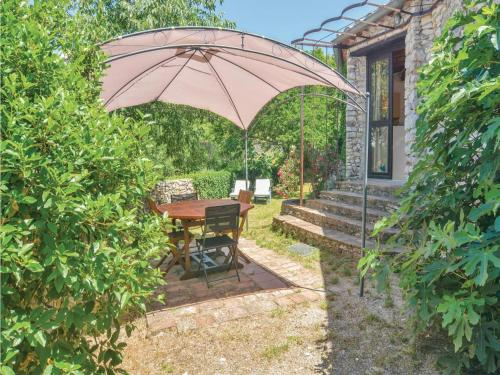 Two-Bedroom Holiday Home in Bouquet : Hebergement proche de Lussan