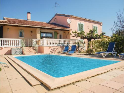 Four-Bedroom Holiday Home in Uchaud : Hebergement proche de Générac