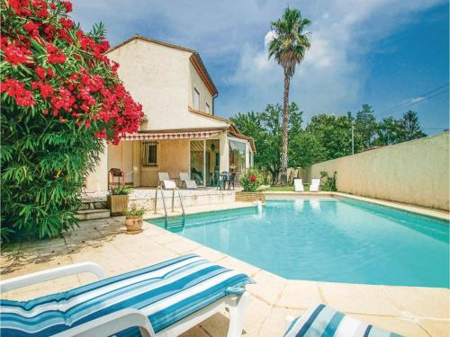 Four-Bedroom Holiday Home in Milhaud : Hebergement proche de Générac