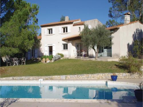 Five-Bedroom Holiday Home in Nimes : Hebergement proche de Sainte-Anastasie