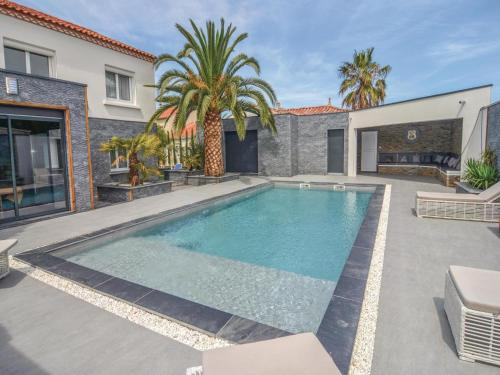 Four-Bedroom Holiday Home in Le Grau d'Agde : Hebergement proche d'Agde