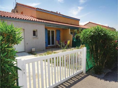 Three-Bedroom Holiday Home in Torreilles - Plage : Hebergement proche de Claira