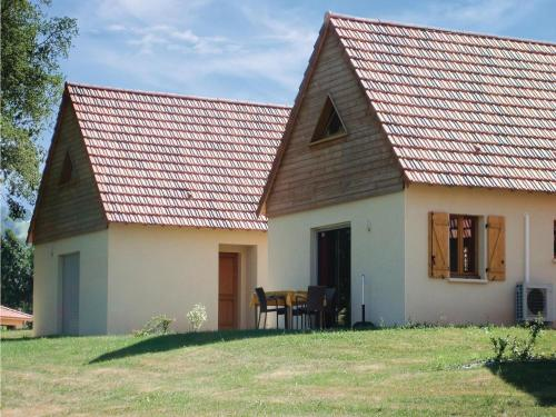 Three-Bedroom Holiday Home in Lacapelle-Marival : Hebergement proche de Théminettes