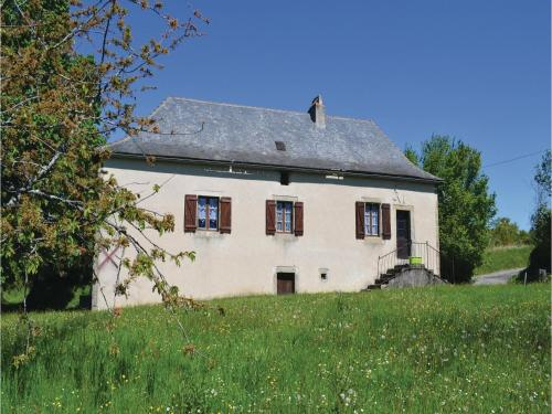 Two-Bedroom Holiday Home in Le Bouyssou : Hebergement proche de Fourmagnac
