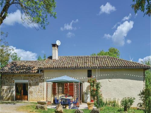 Two-Bedroom Holiday Home in Verfeil sur Seye : Hebergement proche de Saint-Martin-Laguépie