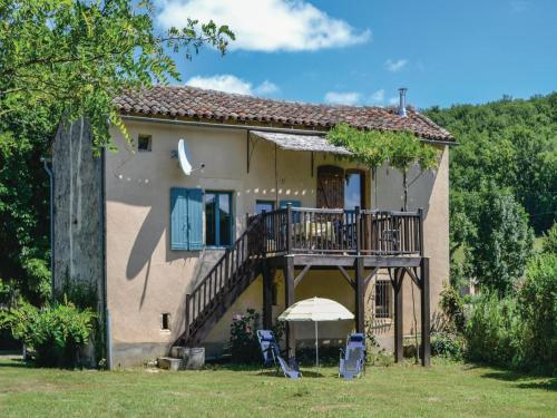 Holiday Home Le Riols Bas with a Fireplace 06 : Hebergement proche de Najac