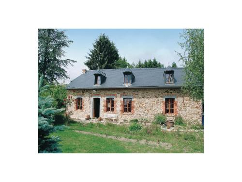 Holiday home Mondrepuis *LX * : Hebergement proche de La Capelle
