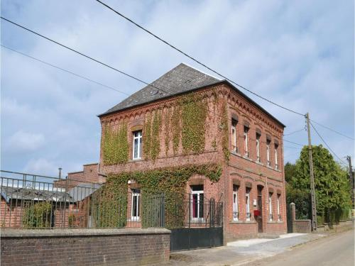 Five-Bedroom Holiday Home in Buironfosse : Hebergement proche de Flaumont-Waudrechies