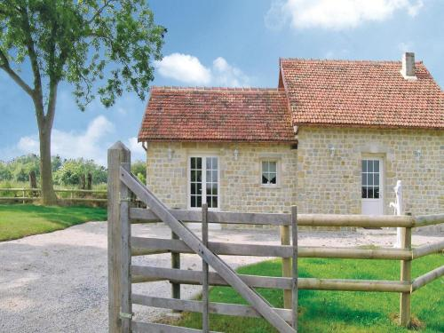 Holiday home Lieu Dit La Vieille Place : Hebergement proche de Castilly