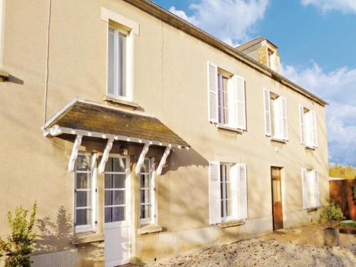 Holiday home Rue des Barres : Hebergement proche de Castilly
