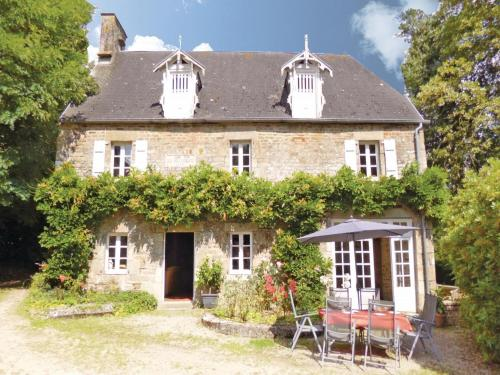 Holiday Home Chateau De Coupigny : Hebergement proche de Saint-Martin-Don