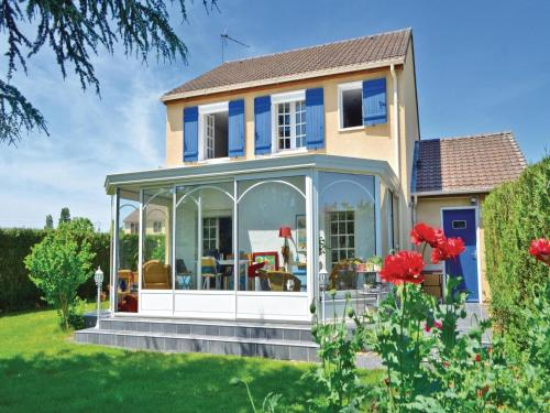 Three-Bedroom Holiday Home in Guichainville : Hebergement proche de Jouy-sur-Eure