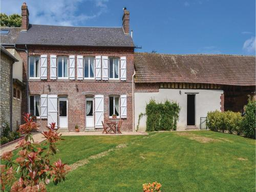 Two-Bedroom Holiday Home in Trie Chateau : Hebergement proche de Fresneaux-Montchevreuil