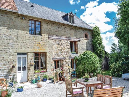 Four-Bedroom Holiday Home in Passais-La-Conception : Hebergement proche de Saint-Mars-d'Égrenne