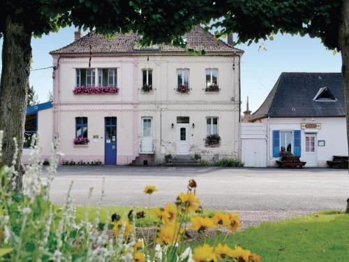 Holiday Home Bouber Sur Canche Bis Place General De Gaulle : Hebergement proche de Beaudricourt