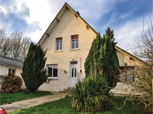 Three-Bedroom Holiday Home in Herly : Hebergement proche de Matringhem