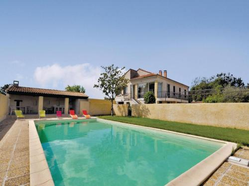 Holiday home Noves 59 with Outdoor Swimmingpool : Hebergement proche de Noves