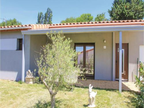 Holiday home Charols 75 with Outdoor Swimmingpool : Hebergement proche de Souspierre