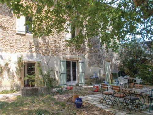 Four-Bedroom Holiday Home in Rochegude : Hebergement proche de Sérignan-du-Comtat