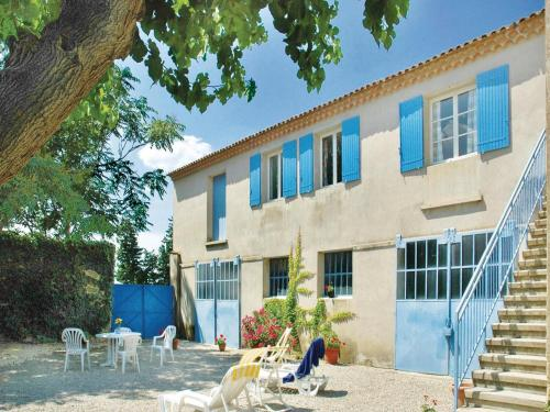 Four-Bedroom Holiday Home in Ste Cecile les Vignes : Hebergement proche de Lagarde-Paréol