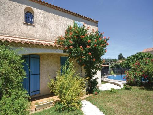 Four-Bedroom Holiday Home in Camaret sur Aigues : Hebergement proche de Lagarde-Paréol