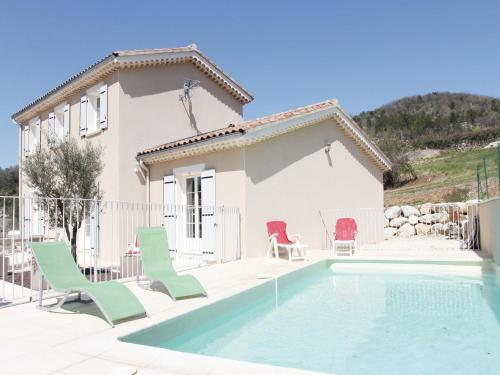 Holiday home Saint Thome 30 with Outdoor Swimmingpool : Hebergement proche de Sceautres