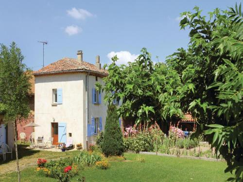 Three-Bedroom Holiday Home in Alboussiere : Hebergement proche de Silhac