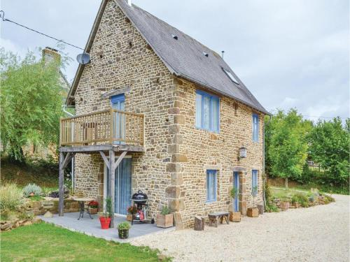 Holiday Home Cauesmes Vaucé with Fireplace IV : Hebergement proche de Brecé