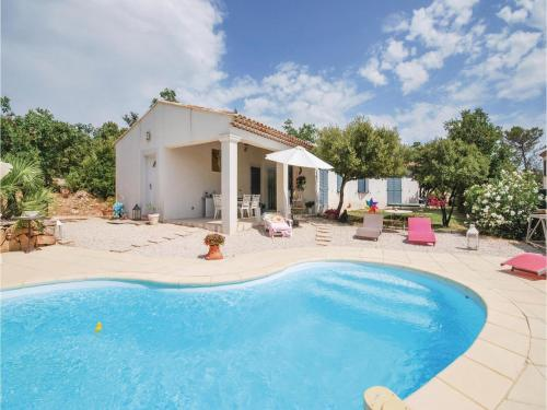 Three-Bedroom Holiday Home in Tourves : Hebergement proche de Nans-les-Pins
